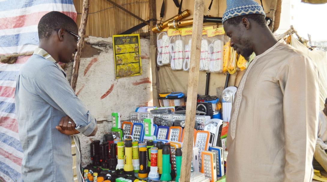 マイクロファイナンスインターンがセネガルの小規模ビジネス経営者をサポート